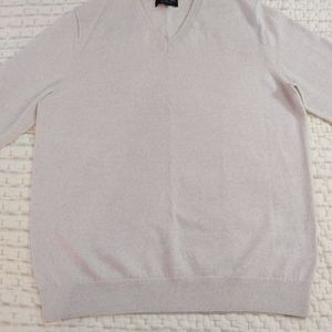 Men's Banana Republic v neck sweater. Size L